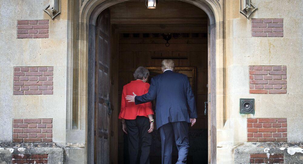 Theresa May e Donald Trump (foto d'archivio)