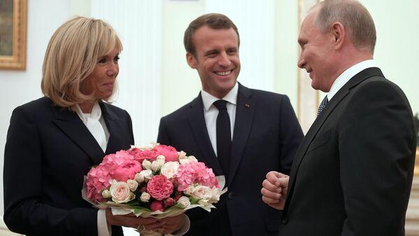 Russian Presiden Vladimir Putin Meets French President Emmanuel Macron and Wife - Sputnik Italia