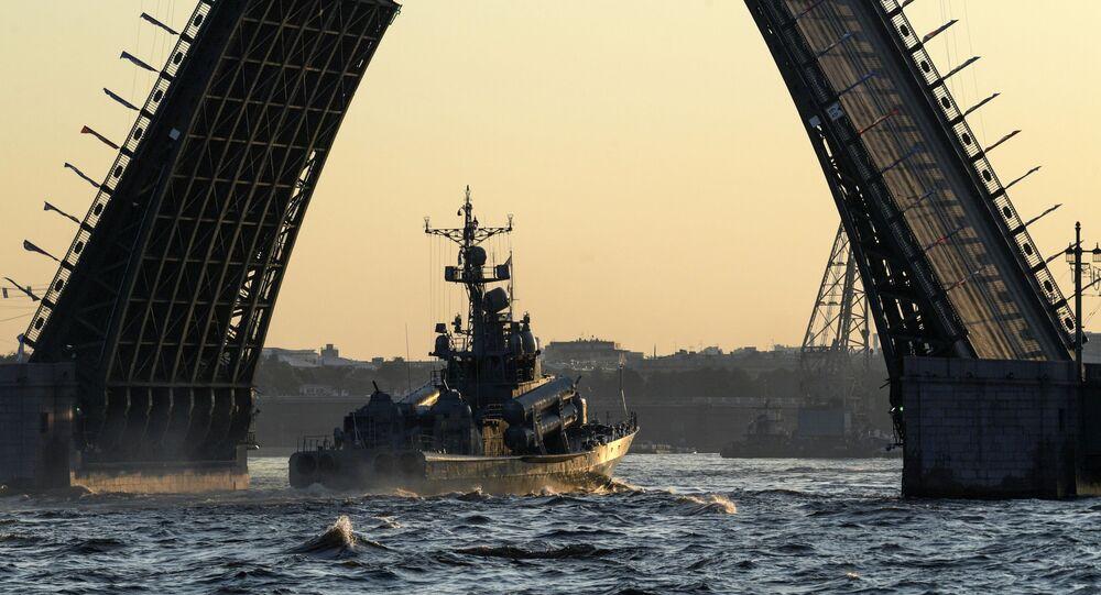 La prova generale della parata navale della Flotta russa