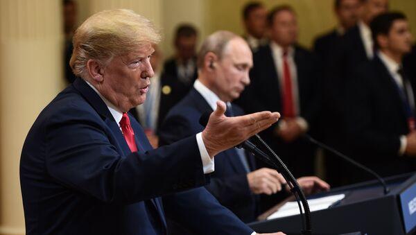 L'incontro tra Donald Trump e Vladimir Putin - Sputnik Italia