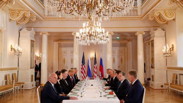 Il colloquio allargato tra le delegazioni statunitense e russa ad Helsinki - Sputnik Italia