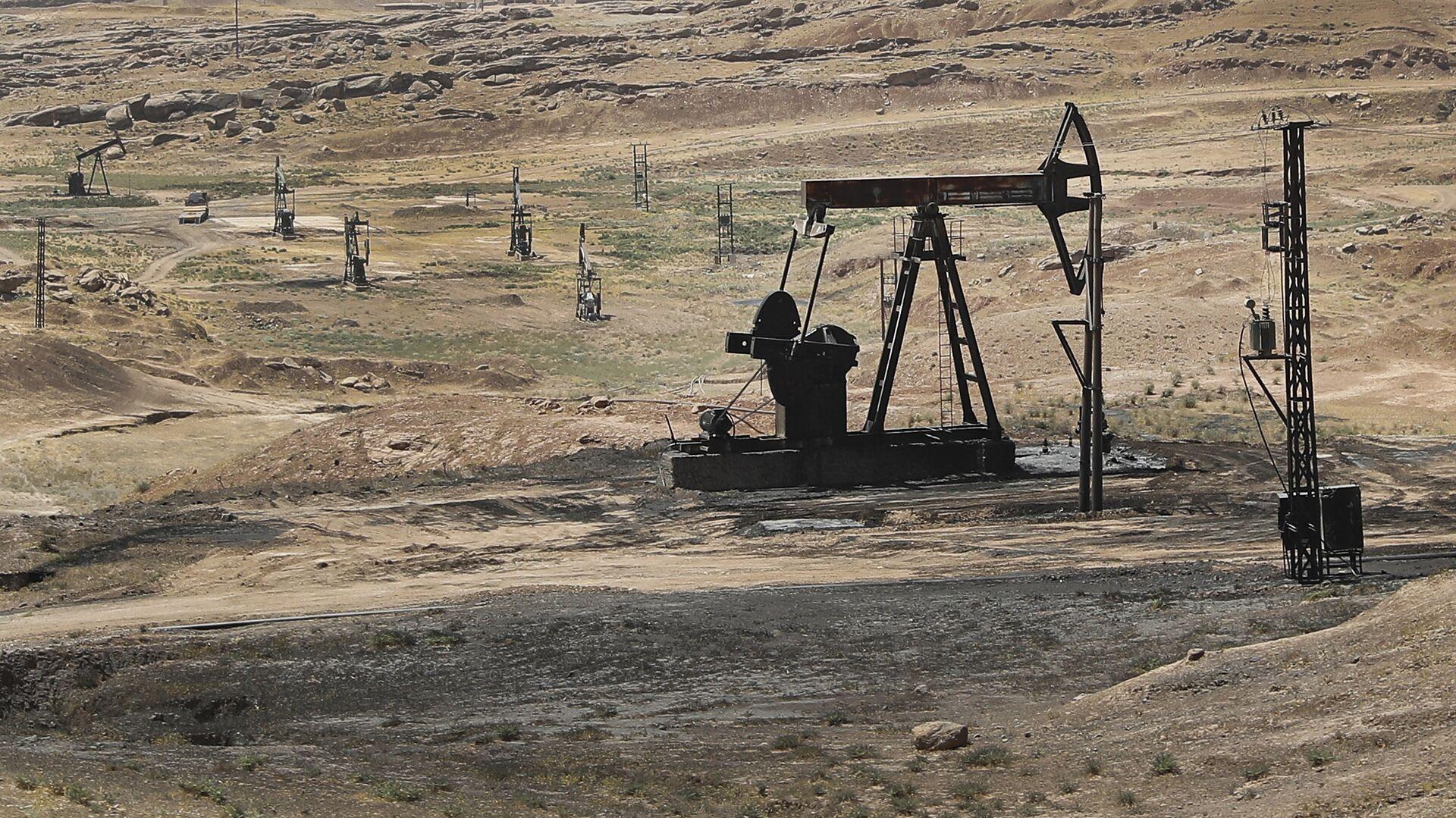 Estrazione di petrolio in Siria - Sputnik Italia, 1920, 19.05.2021