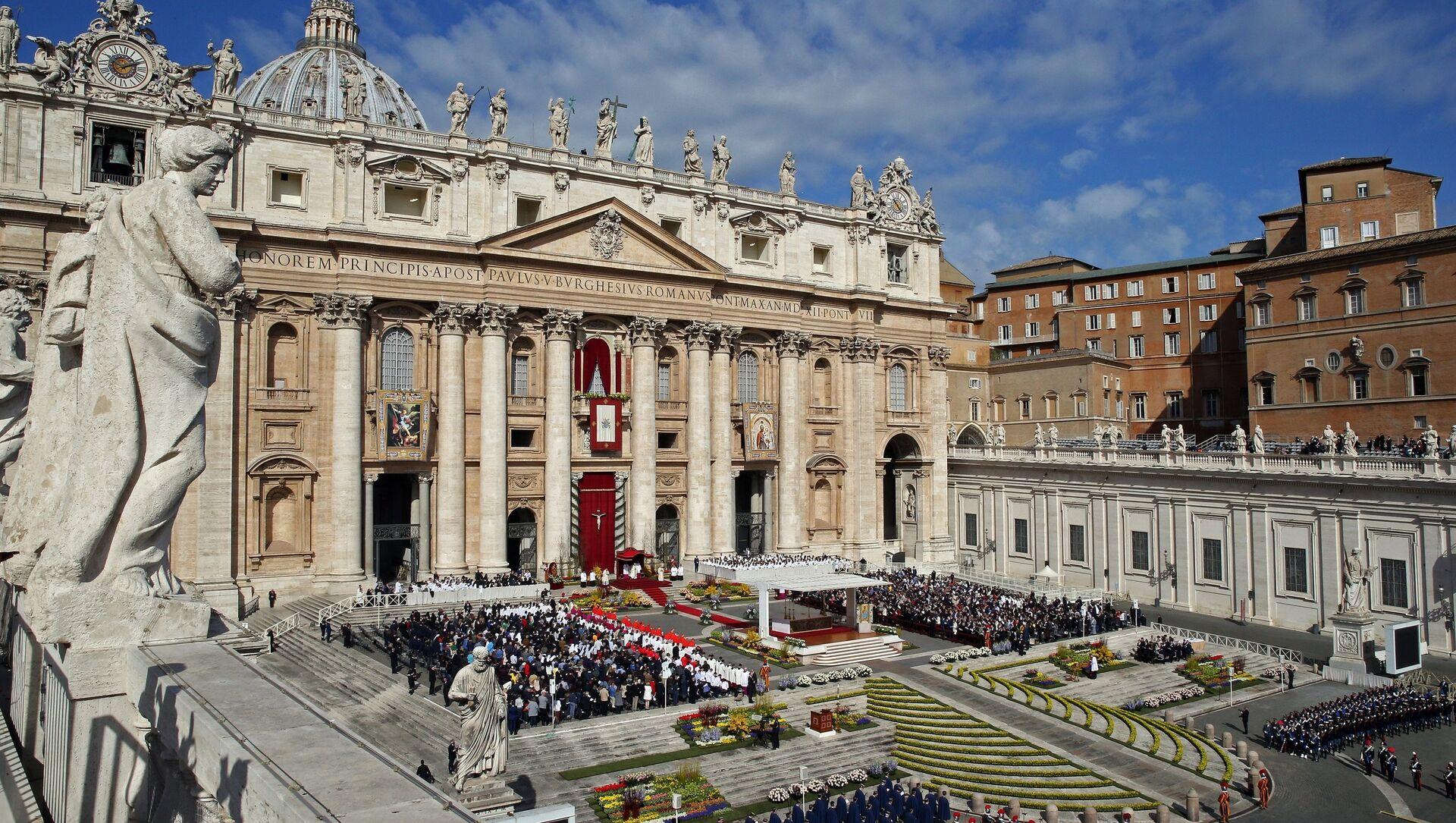 Il Papa Francesco tiene la messa di Pasqua alla Cattedrale di San Pietro in Vaticano. - Sputnik Italia, 1920, 13.05.2021