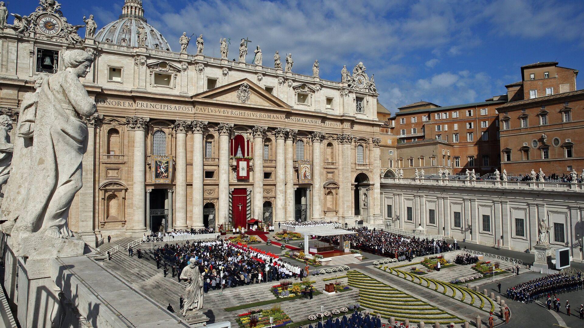 Il Papa Francesco tiene la messa di Pasqua alla Cattedrale di San Pietro in Vaticano. - Sputnik Italia, 1920, 25.06.2021