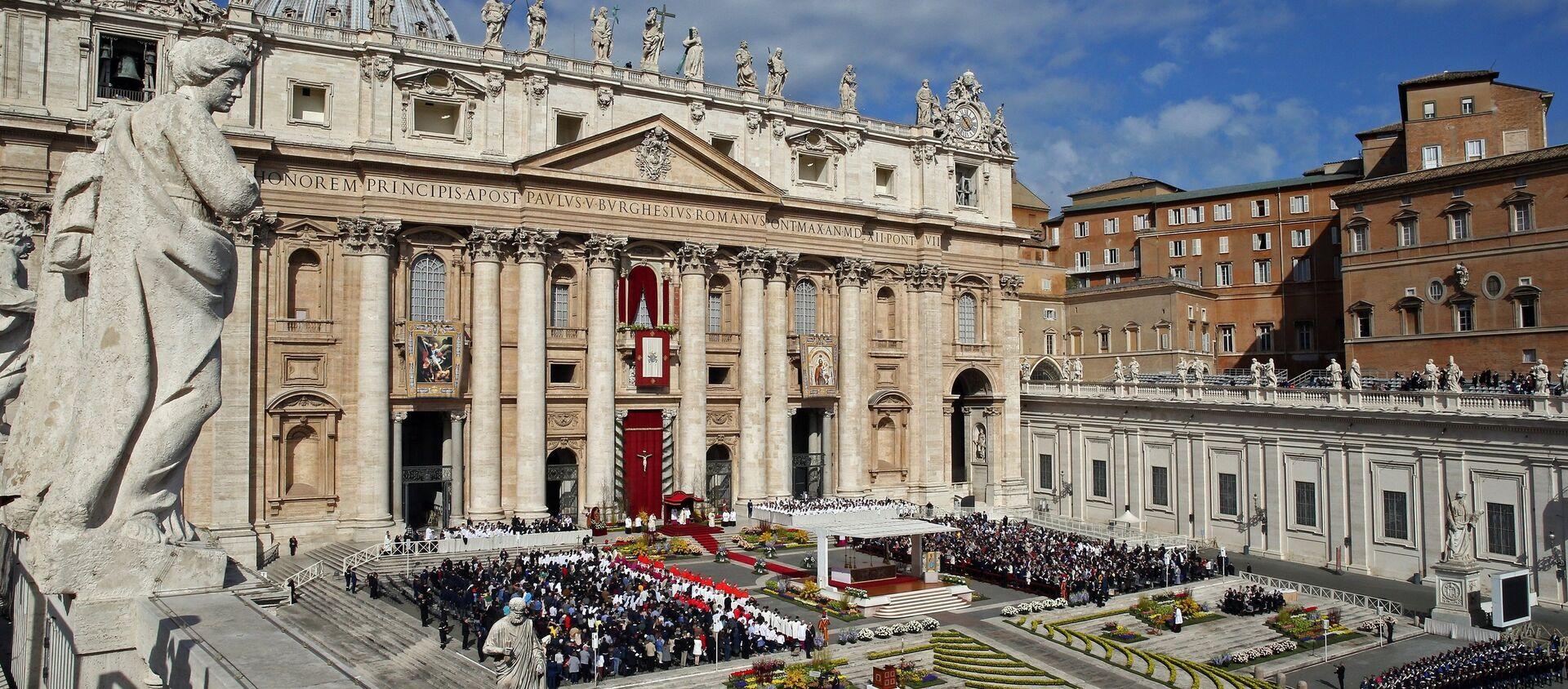 Il Papa Francesco tiene la messa di Pasqua alla Cattedrale di San Pietro in Vaticano. - Sputnik Italia, 1920, 01.05.2020