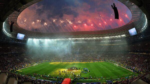 Fuochi di artificio alla cerimonia di chiusura dei Mondiali 2018 - Sputnik Italia