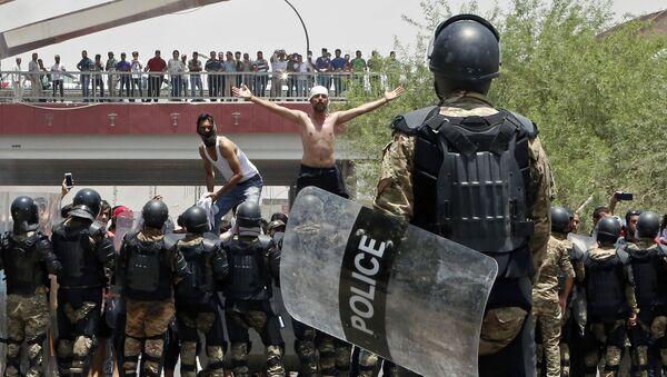 Proteste a Basra, Iraq, il luglio 15 2018 - Sputnik Italia
