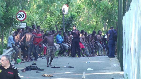 Migranti all'assalto del confine di Ceuta - Sputnik Italia