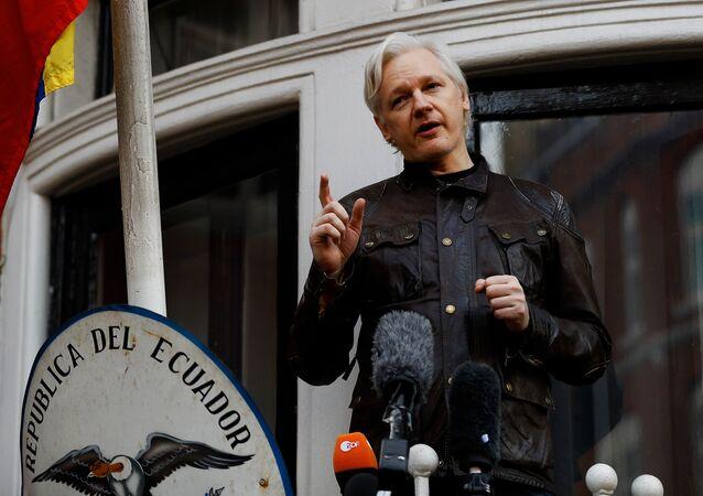 Julian Assange (foto d'archivio)