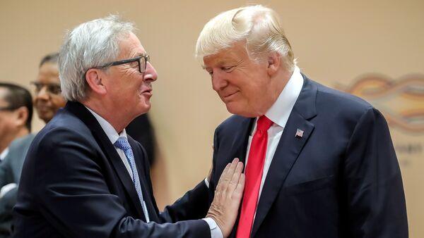 Il presidente statunitense Donald Trump e il presidente della Commissione Europea Jean-Claude Juncker - Sputnik Italia