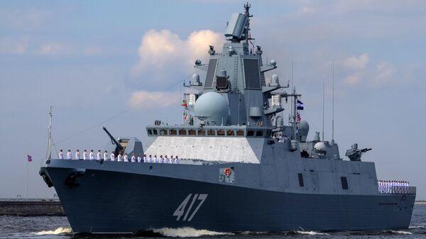La fregata Admiral Gorshkov vista durante la prove generali della parata della Marina militare russa - Sputnik Italia