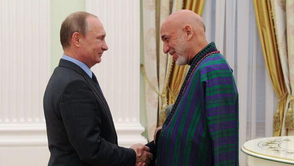 Il presidente russo Vladimir Putin e l'ex-presidente afghano Hamid Karzai - Sputnik Italia