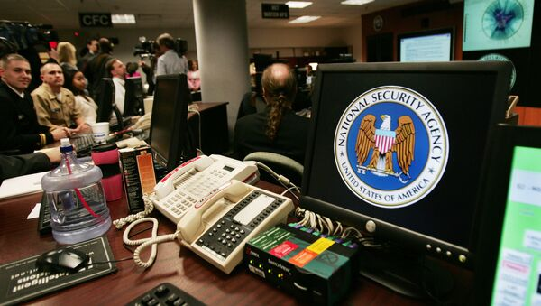 A computer workstation bears the National Security Agency (NSA) logo inside the Threat Operations Center inside the Washington suburb of Fort Meade, Maryland - Sputnik Italia