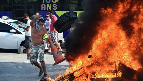 I tassisti francesi protestano contro UberPOP - Sputnik Italia