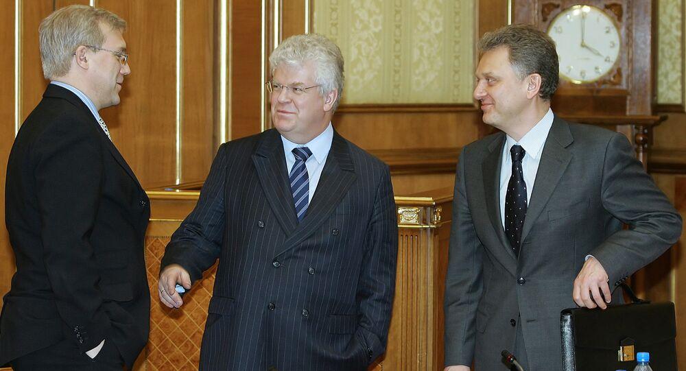 Chizhov (al centro) con il viceministro agli Esteri Grushko (a sinistra) e Victor Kristenko ministro dell'energia (a destra)