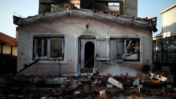Le conseguenze dell'incendio a Mati, nei pressi di Atene, Grecia - Sputnik Italia
