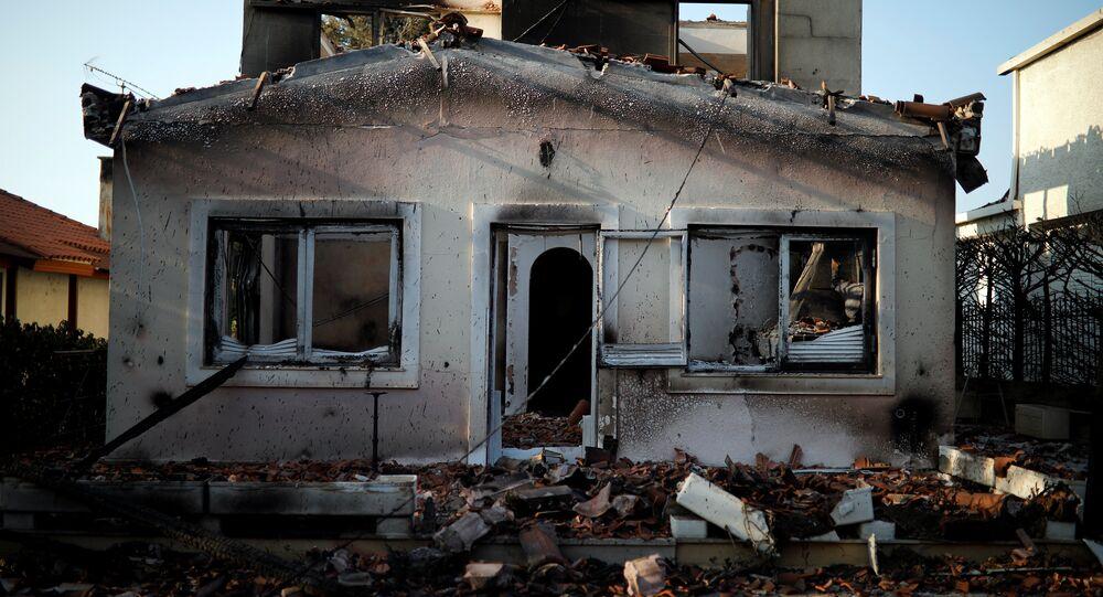 Le conseguenze dell'incendio a Mati, nei pressi di Atene, Grecia