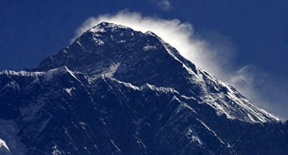 Un alpinista russo è rimasto bloccato sulla vetta del Latok-1