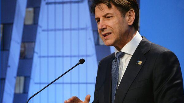 Il primo ministro italiano Giuseppe Conte al summit della NATO a Bruxelles. - Sputnik Italia