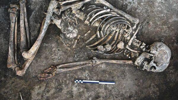 In Ucraina trovato il corpo di una donna con decorazioni sulle ossa - Sputnik Italia