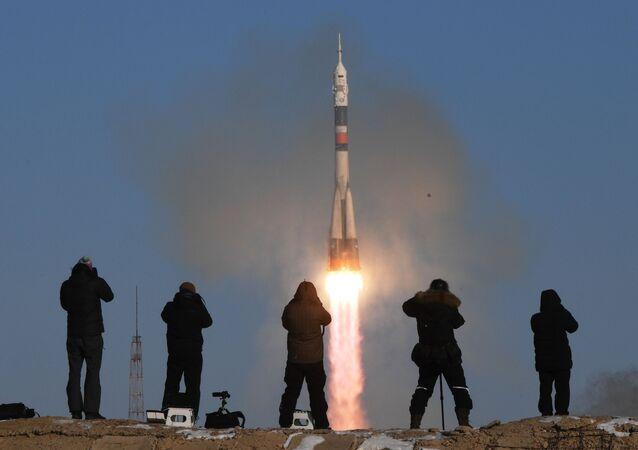 Il lancio di un razzo Soyuz-FG dallo spazioporto di Bajkonur in Kazakistan