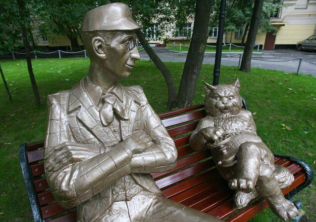 Monumento di Korovyev e del gatto Behemoth, personaggi del romanzo Maestro e Margherita di Bulgakov