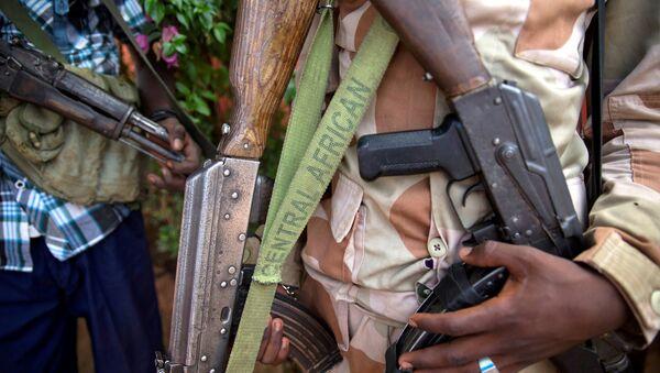 Un homme armé à Koui, en Centrafrique - Sputnik Italia