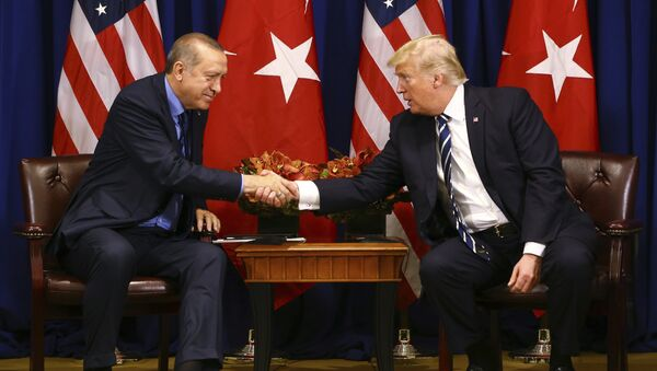 Turkey's President Recep Tayyip Erdogan, left, and US President Donald Trump shake hands prior to their meeting in New York, Thursday, Sept. 21, 2017. Erdogan is in New York for the United Nations General Assembly. - Sputnik Italia