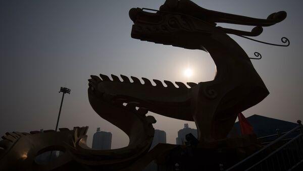 La scultura di un dragono a Pechino - Sputnik Italia