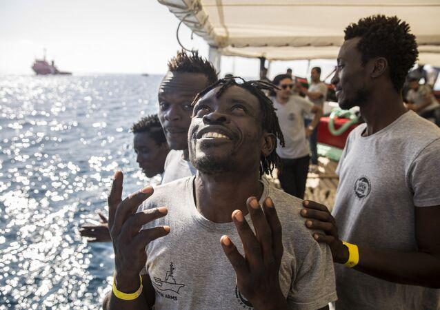 Migranti a bordo della nave di Open Arms