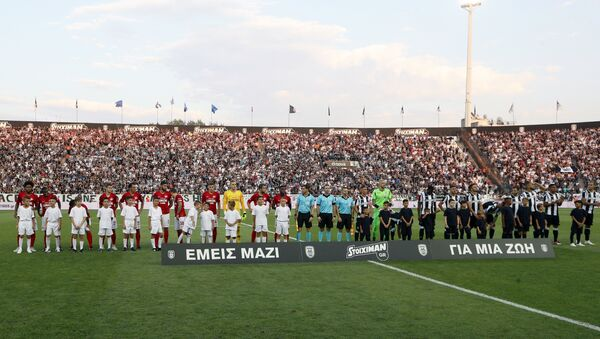 Le squadre di Paok Salonicco e Spartak Mosca sul terreno di gioco dello stadio Toumba di Salonicco - Sputnik Italia