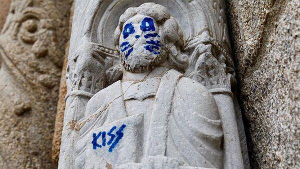 In Galizia su una statua del XII secolo hanno messo dei baffi - Sputnik Italia
