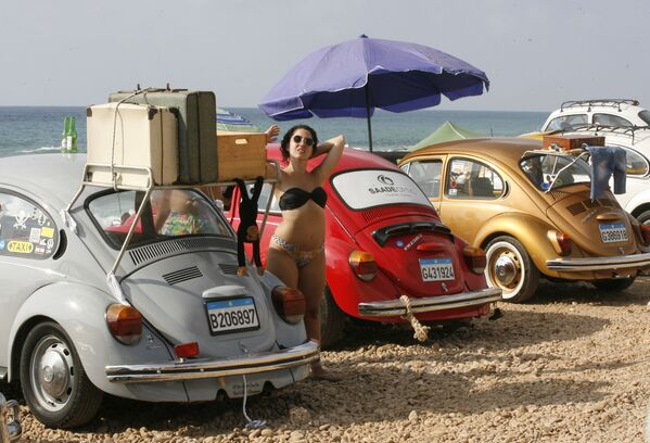 Partecipanti del club delle auto d'epoca Volkswagen a Naqura, Libano. - Sputnik Italia