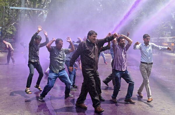 Le proteste contro il governo a Srinagar, India. - Sputnik Italia