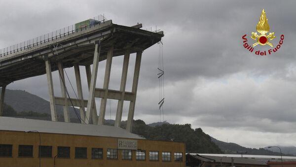 Il ponte Morandi a Genova dopo il crollo di una parte del viadotto - Sputnik Italia