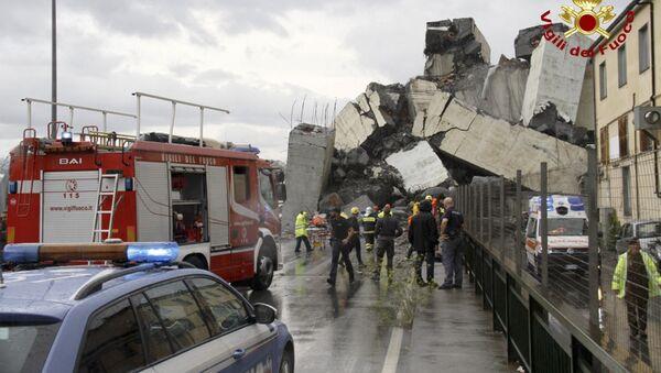 Le macerie del ponte Morandi a Genova fotografate da una via sottostante - Sputnik Italia