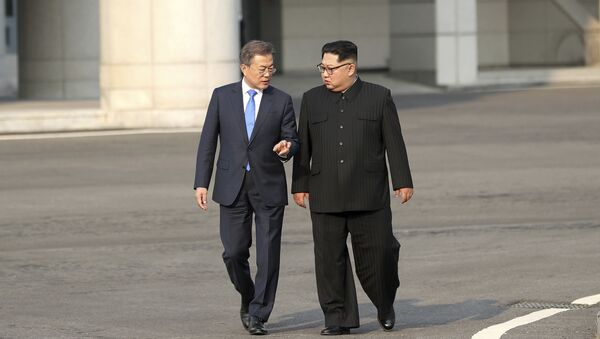 Kim Jong Un e Moon Jae-in - Sputnik Italia