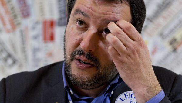 Matteo Salvini durante una conferenza stampa a Roma - Sputnik Italia