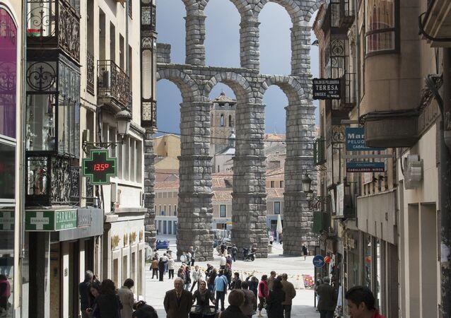 L'acquedotto romano di Segovia in Spagna