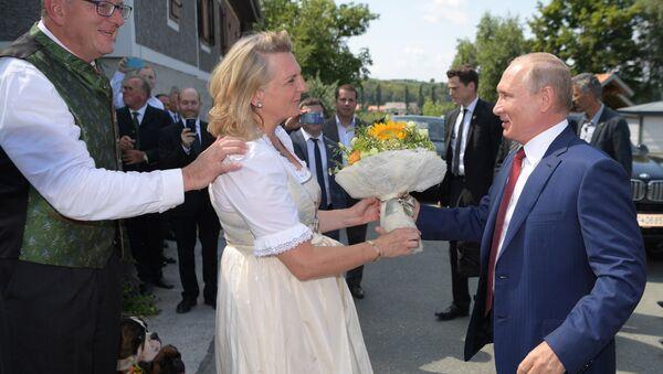 Vladimir Putin al matrimonio del ministro degli Esteri austriaco Karin Kneissl - Sputnik Italia