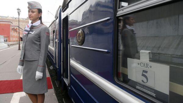 Бортпроводница у туристического поезда класса люкс «Императорская Россия», который отправляется в путешествие по Транссибирской магистрали - Sputnik Italia