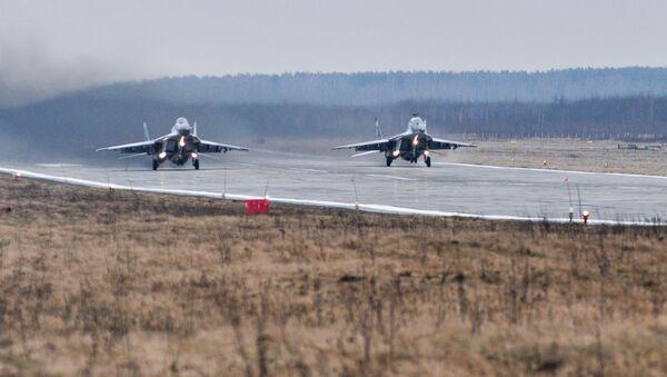 Многоцелевые истребители Су-30СМ на полигоне Погоново в Воронежской области - Sputnik Italia