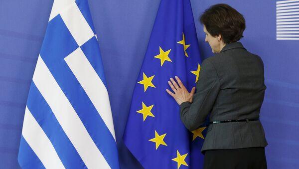 Bandiere dell'UE e della Grecia - Sputnik Italia