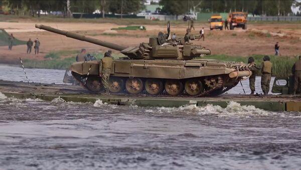 Passaggio del corso d'acqua al forum tecnico-militare internazionale Armija-2015 - Sputnik Italia