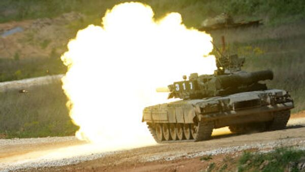 """Tank T-80 during equipment demonstration at the International Military-Technical Forum """"ARMY-2015"""" in Moscow region - Sputnik Italia"""