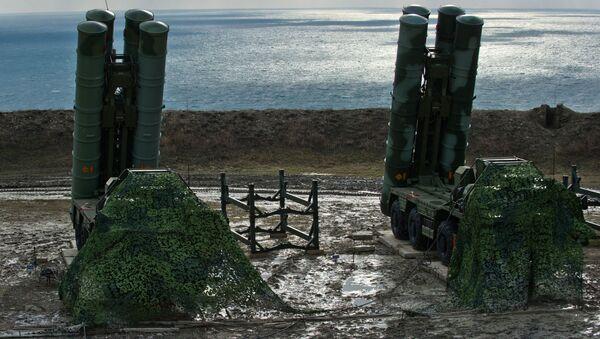 Зенитный ракетный комплекс С-400 Триумф полка противовоздушной обороны в Феодосии, Крым. Архивное фото - Sputnik Italia