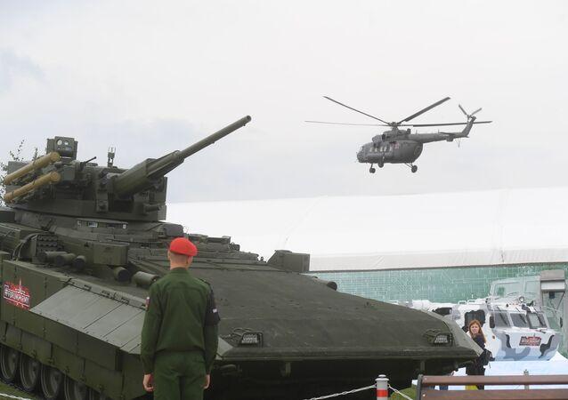 Il mezzo armato da combattimento T-15 sulla piattaforma universale di combattimento modulare Armata