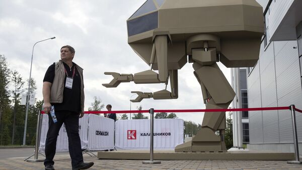 Управляемый прямоходящий робот с рабочим названием Игорек,  разработанный концерном Калашников, на выставке «Армия России – завтра» в рамках IV Международного военно-технического форума «Армия-2018» в Кубинке - Sputnik Italia