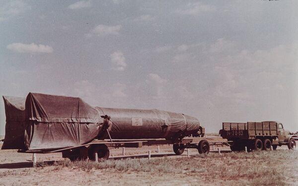 Un veicolo con il missile R-1 (cliccate la foto per ingrandire) - Sputnik Italia