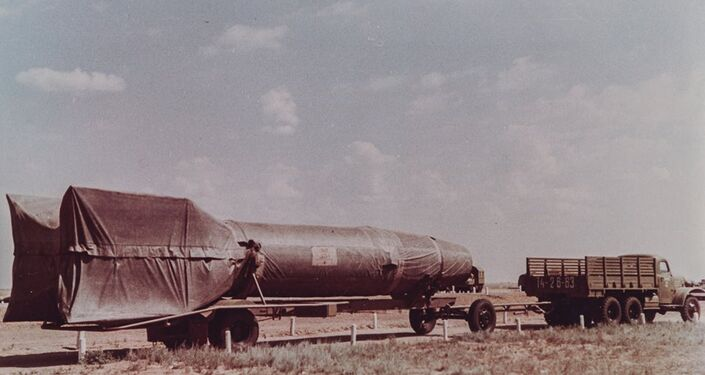 Un veicolo con il missile R-1